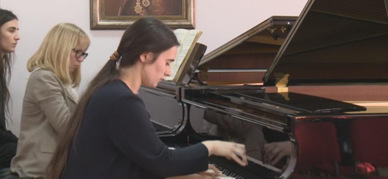 Solo klavir - slika Kaja