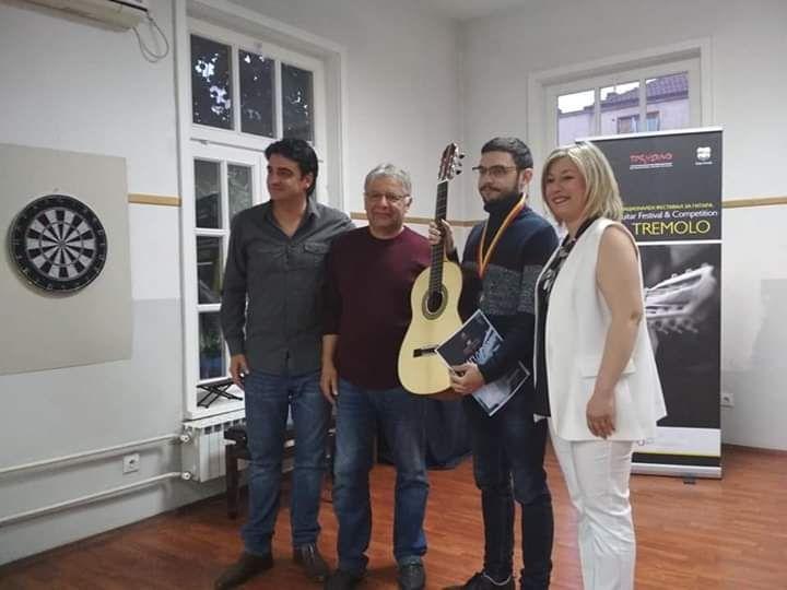 Novak prvi gitare
