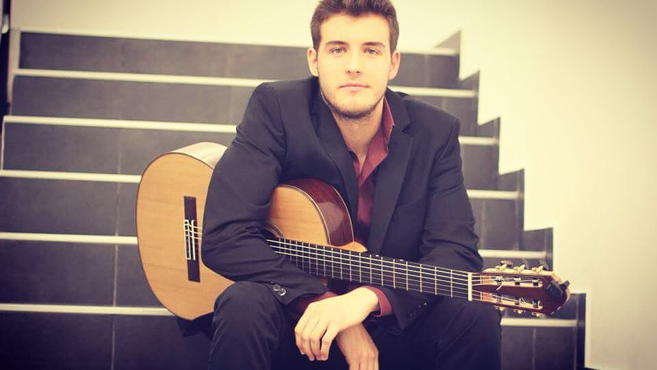 Slika iz rektorata sa gitarom